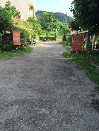 Ton Ma Yom Thai Food Restaurant: Road leading to the restaurant