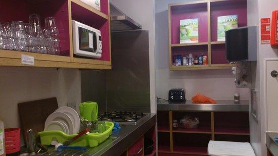 YHA London Oxford Street: Cocina compartida...muy cómoda