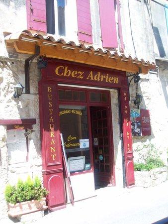 Chez Adrien : une autre vue de la façade