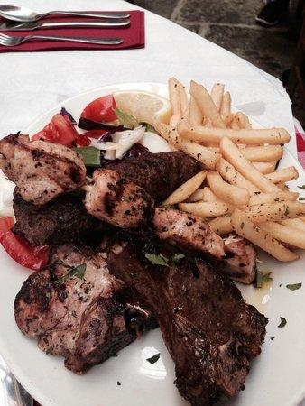 Dimitri's: Mixed grill