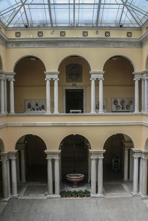 The Walters Art Museum : The museum's central atrium
