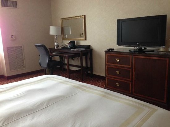 DFW Airport Marriott South: Other side of my room