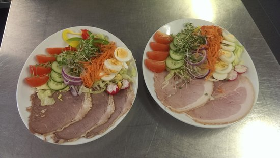 Tafarn Y Gors: Freshly prepared Home Cooked Beef and Ham salad