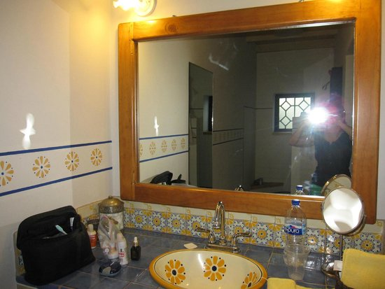 Casa Verde Inn: THE BATHROOM