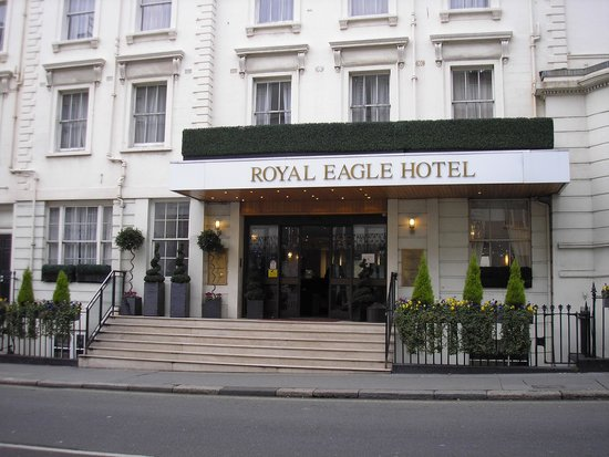 Royal Eagle Hotel: Hotel from the outside
