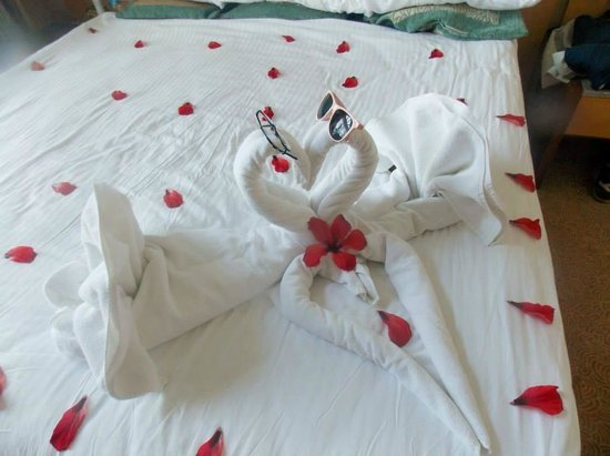 Long Beach Resort Hotel & Spa: Towel art left by the maid