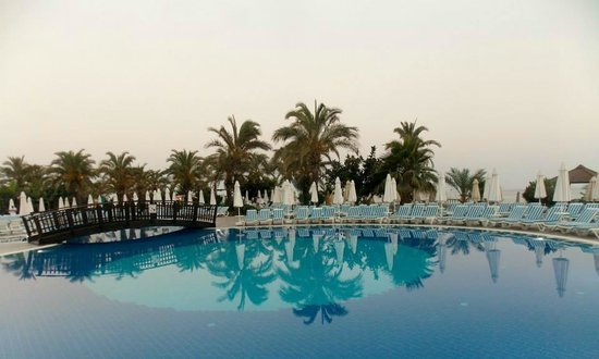 Long Beach Resort Hotel & Spa: One of the main pools during the evening