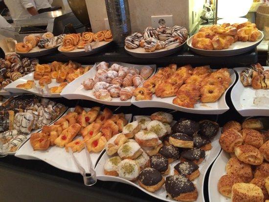 SUNRISE Grand Select Crystal Bay Resort: Breakfast