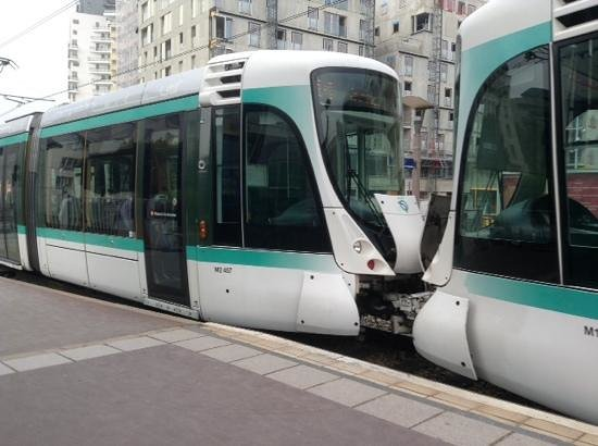 Ibis Budget Issy Les Moulineaux : Tram near the hotel