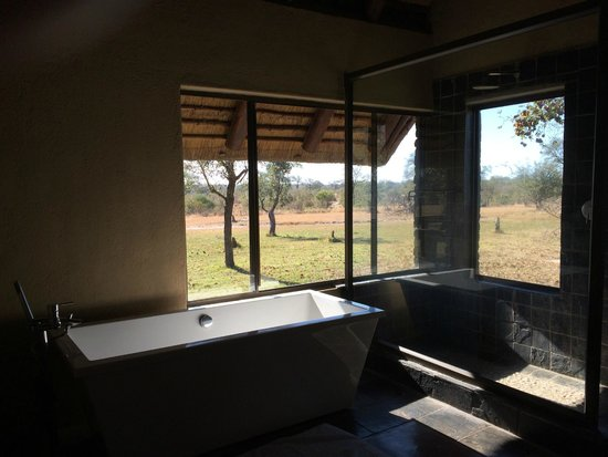 Nkorho Bush Lodge: Bathroom