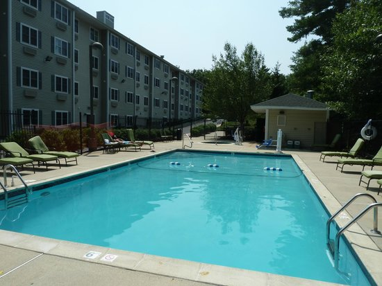 Homewood Suites by Hilton Boston/Andover: looks bigger than the photo looks