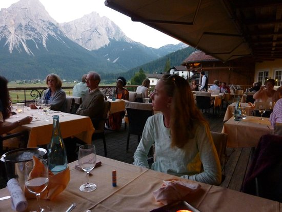 Hotel Post: la belle terrasse avec vue sur le Zugspitz