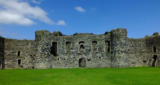 Beaumaris Castle: Inside the inner walls