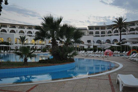 El Mouradi Palm Marina: Hotellet og poolen