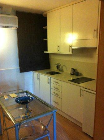 Atica Apartamentos : cucina