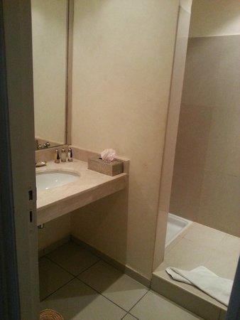 La Maison des Oliviers : salle de bain
