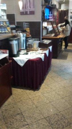 Vi Vadi Hotel: The breakfast buffet