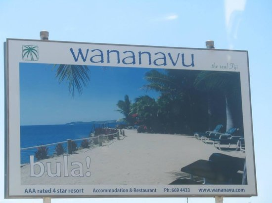 Wananavu Beach Resort: Entrance to road for hotel