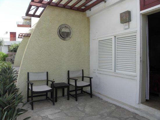 Club Med Agadir : terrasse donannt sur le passage dommage au vue de tous