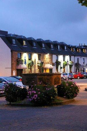 Priory Hotel: Hotel und Stadtplatz