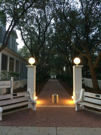 Carillon Beach Resort Inn: Great Amenities, Lake views, town center