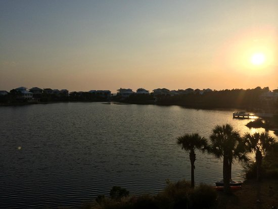 Carillon Beach Resort Inn: Actual sunset from our 3rd floor balcony - palm trees and lake