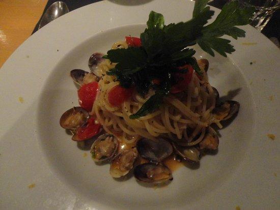 Ristorante Pomorosso: Main course - Spaghetti with clams and tomatoes 2