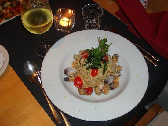 Ristorante Pomorosso: Main course - Spaghetti with clams and tomatoes 1