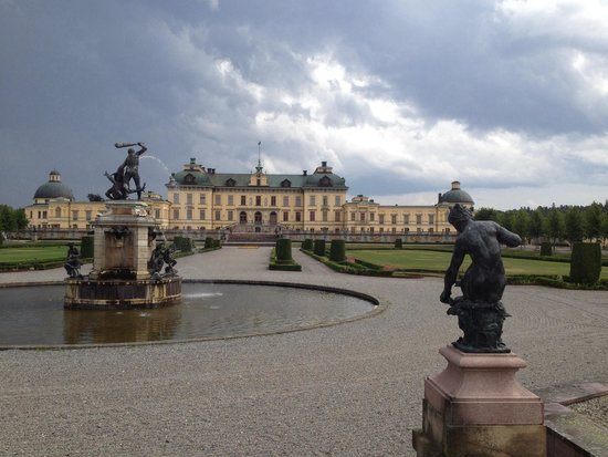 Drottningholm Palace : View from the gardens.