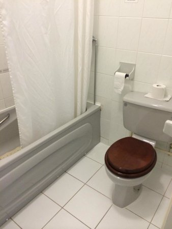 Best Western Bestwood Lodge Hotel: Seriously outdated bathroom