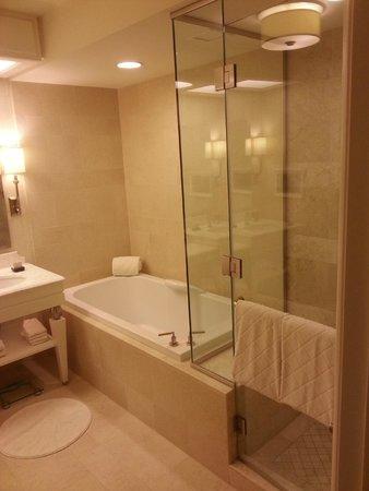 Wynn Las Vegas: Deluxe King Bedroom