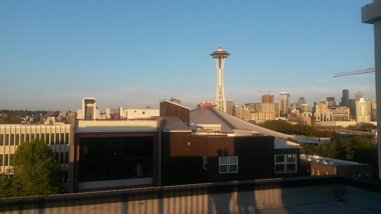Mediterranean Inn : View from roof at dusk