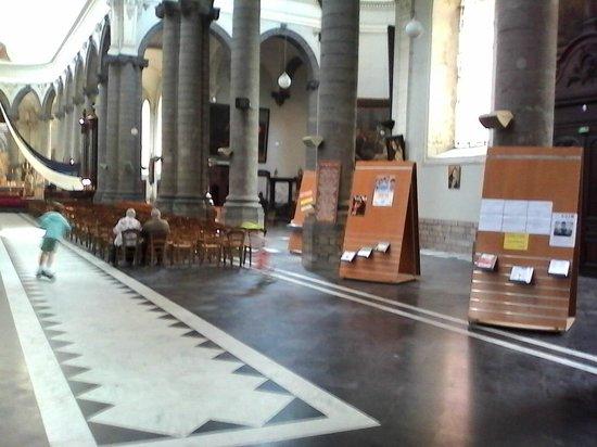 St Peter's Collegiate Church: Enfants avec leur trotinette