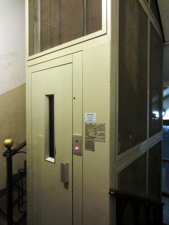 Hotel Demo: the elevator