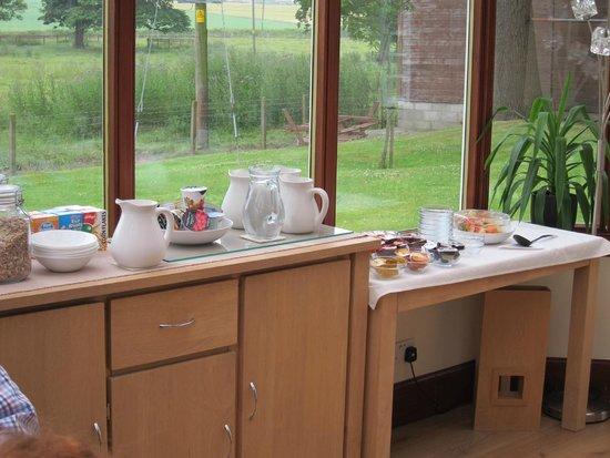 Kellerstain Stables B&B: Beautiful breakfast setting