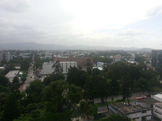 Holiday Inn Guatemala : Vista desde el balcón de la habitación en el Piso 10