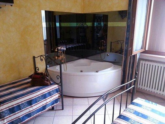 Sweet House: Vasca idromassaggio