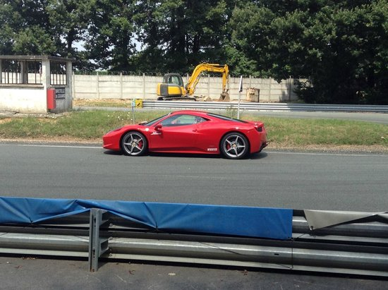 une ferrari picture of stage pilotage circuit de montlhery linas tripadvisor. Black Bedroom Furniture Sets. Home Design Ideas