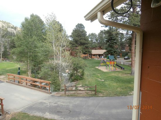 Riverview Pines: Hotel Grounds