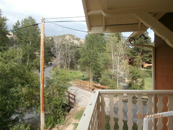 Riverview Pines: Driveway