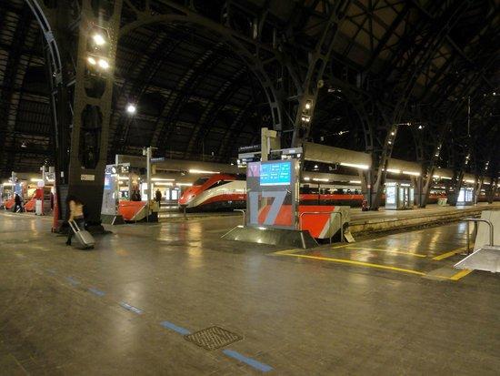 Milano Centrale : trains