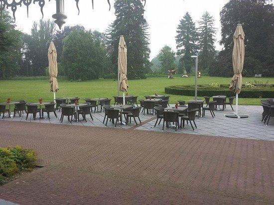 Buitenplaats Vaeshartelt: Uitzicht terras achterkant...