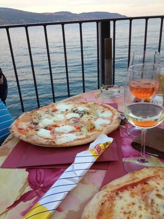 Al Lago : View of the pizza by the lake