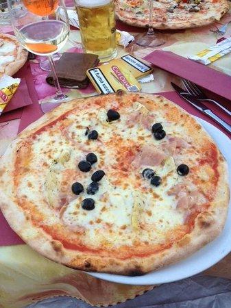Al Lago : Always order your pizza here with Buffalo Mozzarella!