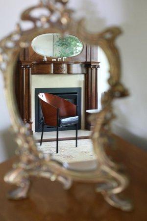 Annex Garden Bed & Breakfast and Suites : Livingroom