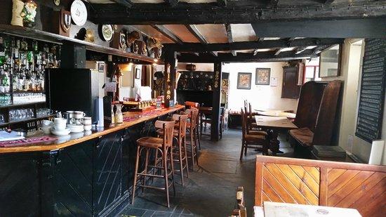 Half Moon Inn: bar area