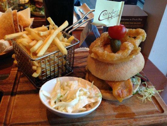 Duck Bay Hotel & Restaurant: hamburger