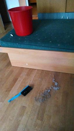 Alfa Tourist Service Hostel Svehlova: Poussière dans la chambre au check-in
