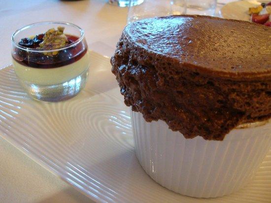 Restaurant Le Pressoir : Soufflé chocolat cuit juste crémeux etc.