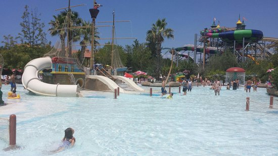 Aqua Fantasy Aquapark Hotel & SPA: Smaller children's play area in water park